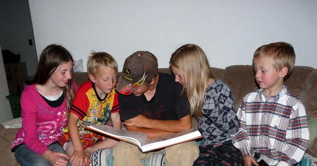 Sawyer reading to the kids...